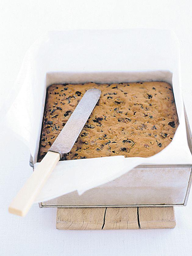 nanna's christmas cake (best xmas cake recipe ever imo) / Donna Hay