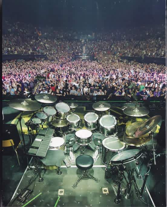 The view of the crowd from behind Neil Peart's retro R40 ...