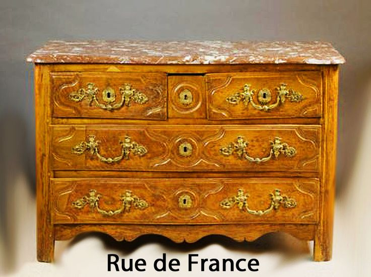 Late 18th Century French oak chest / commode