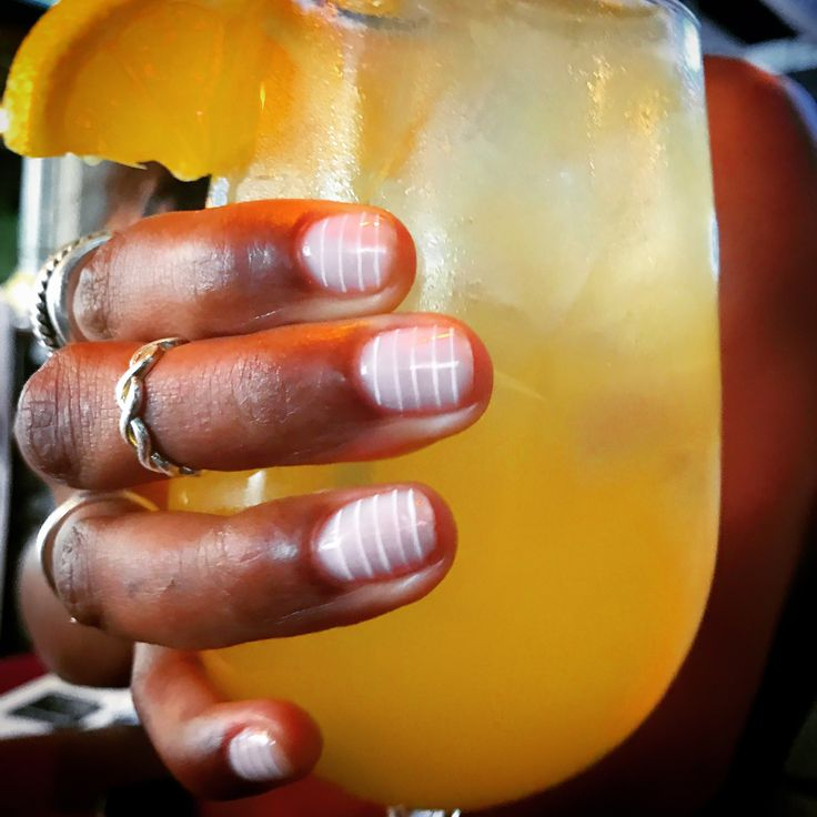 #girlswhobrunch #brunch #sundayfunday #texas #mimosa #manmosa #pubfiction #houston #htx #htown #nails #nailart #negativespacenails #nailsontherocks