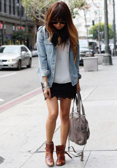 Le jean est un indémodable des gardes robes. Se portant en chemise comme en jean, il est très facile à associe à des tenues pour les faire devenir chics et...