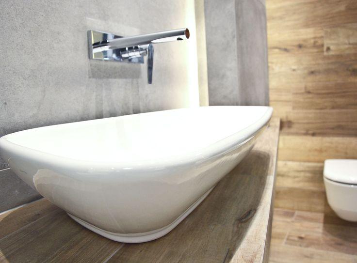 #viverto #InspiracjeViverto #łazienka #bathroom #beautiful #perfect #pomysł #design #idea #nice #cool #inspiration #szarość #szary #grey #nowoczesność #nowocześnie #minimalizm #minimalistic #płytki #tiles #grzejnik #industrializm #industrialnie  #toaleta #ceramika #umywalka #armatura #baterie #bateria #wow #moda #trend #drewno #drewnopodobne #imitacja #wood #wooden
