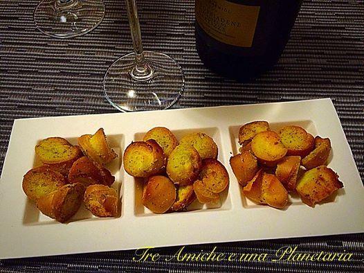 #Crostini di coppia ferrarese perfettiper l' #aperitivo http://blog.giallozafferano.it/treamicheeunaplanetaria/stuzzichini-tostati-di-coppia-ferrarese  http://www.ecobioshopping.it/it/142-piatti-cellulosa-elegance