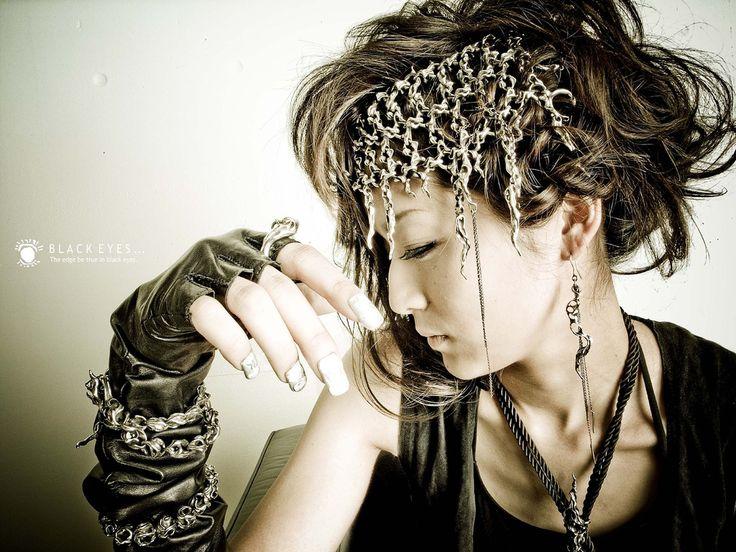 Model wearing Taujan Photo by Shinji Watanabe