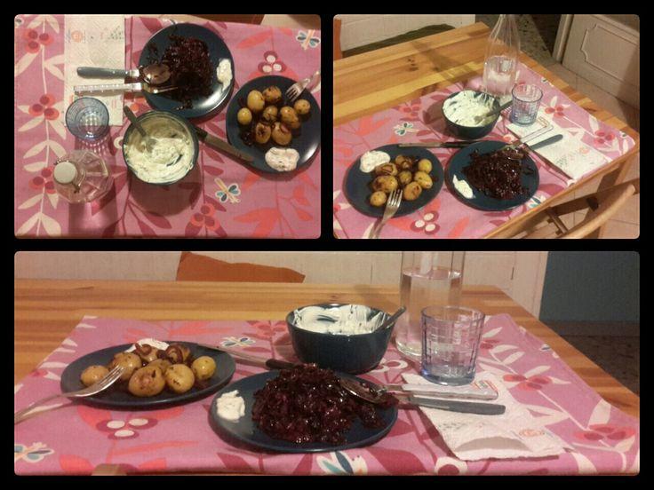 Verza rossa sfumata con vino e cumino. ➡http://www.ricette.com/verza-rossa-stufata-con-vino-rosso-e-cumino/  Salsa allo yogurt. ➡http://www.ricettedalmondo.it/salsa-allo-yogurt.html  Patate novelle con cipolle rosse e odori al cartoccio. Bon appetit!