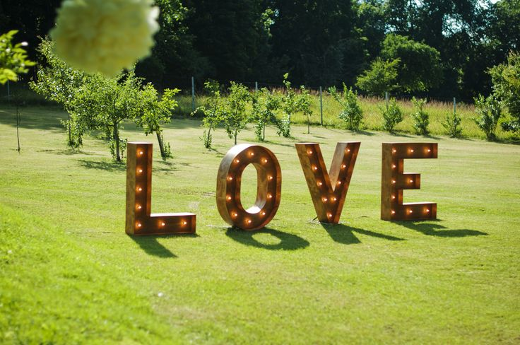 wedding outdoors gold and marsala / LOVE / fot. Blackgalaxy Photography