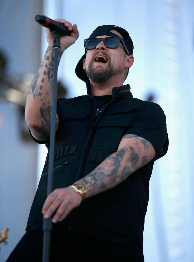 Good Charlotte perform at iHeartRadio Festival in Las Vegas, NV (Sep 24, 2016) Part 5 - Visit BenjiMadden.net for parts 1-5, red carpet photos and interviews with puppies!