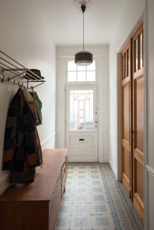 Te koop - Huis 2 slaapkamer(s)  - bewoonbare oppervlakte: 176 m2  - Dit pand is gerenoveerd met aandacht voor detail. Indeling: gang met authentieke tegels en gastentoilet. Leefruimte (55m²) met nieuwe open keuken. De   - bouwjaar: 1930-01-01 00:00:00.0 - dubbel glas 1 bad(en) -   2 gevel(s) -  2 toilet(ten) -  - oppervlakte kelder: 65 m2 - oppervlakte terras: 25 m2