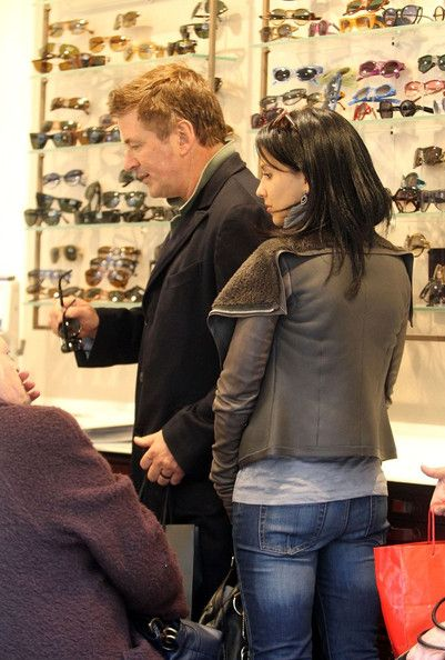 Alec Baldwin Hilaria Baldwin Photos: Alec Baldwin and Hilaria Thomas Shop in Rome