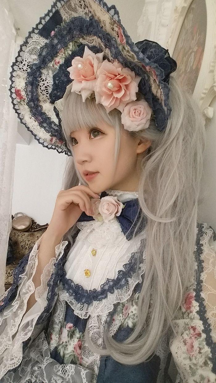 Cute Kawaii White Blue Lolita Dress and Hat / Lolita Girl / Fashion Photography / Cosplay // ♥ More at: https://www.pinterest.com/lDarkWonderland/