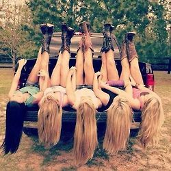 best friends picture. Would be so cute with the bridesmaids on the bed the morning of the wedding