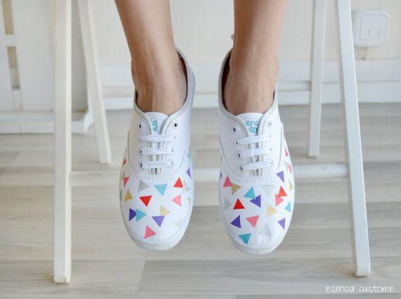"Zapatillas pintadas a mano ""Geometric World"" (blanco)"
