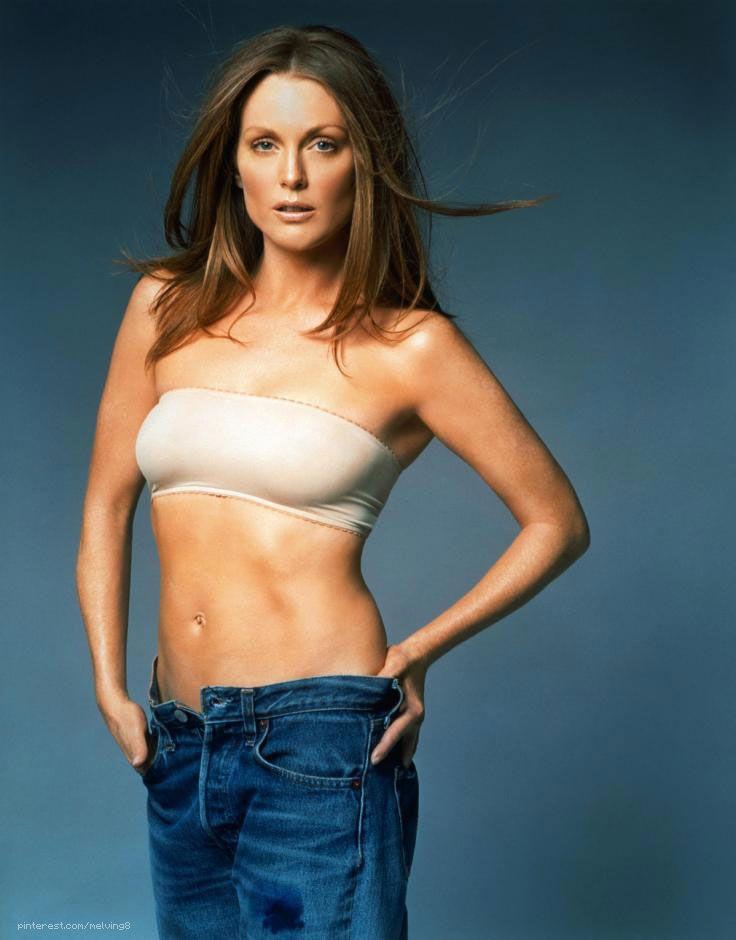 Julianne Moore Showing Off Her Flat Belly Julianne Moore