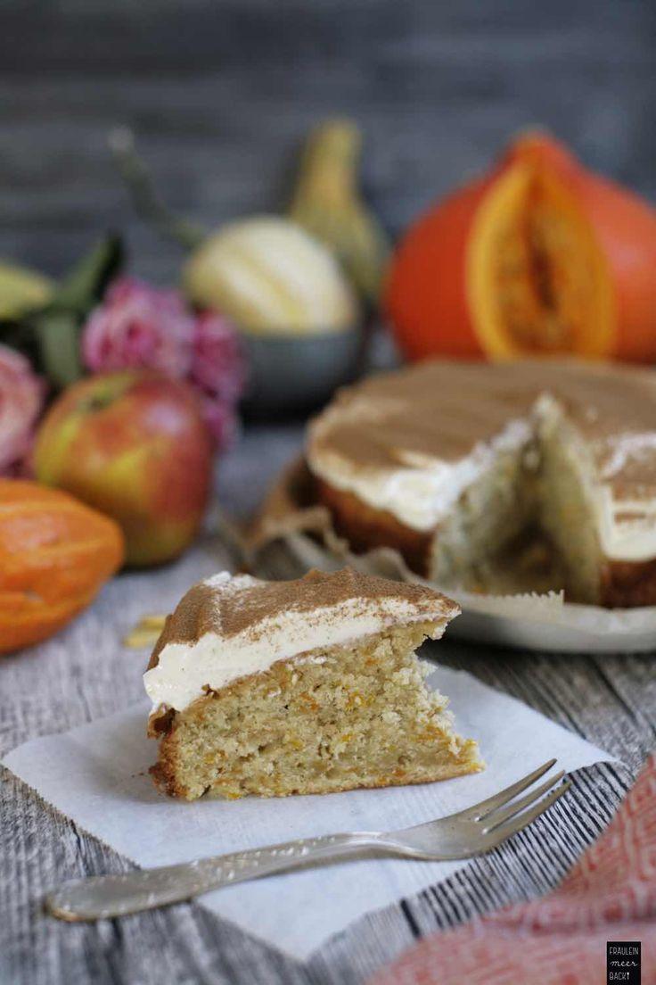 Kürbis-Zimt-Kuchen mit Apfel und lockerer Frischkäsecreme aus Frischkäse und Joghurt | Fräulein Meer backt