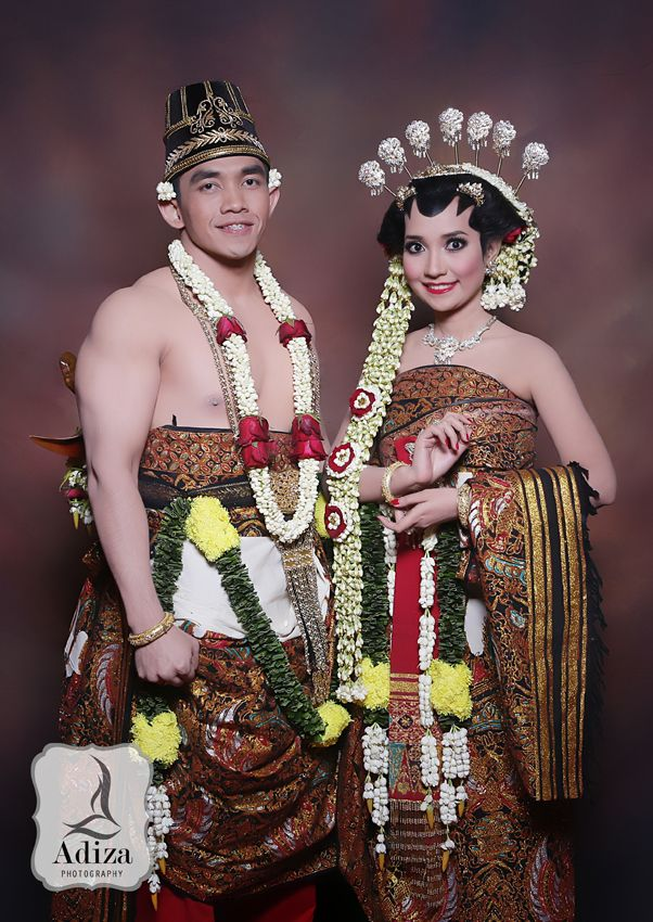 Javanesse Traditional Wedding Outfit I Paes Ageng I Dodotan