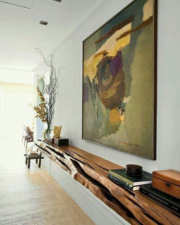 More Decoration : http://www.kadinika.com Salão pode ser uma boa solução para nosso corredor: prateleiras de madeira  em bruto lavradas em vez de uma mesa de altar. Prateleiras de madeira.  #arquitetura #arquitecture #decor  #decoration #disign #home #homedecor