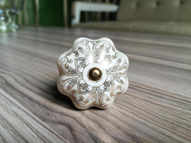 36 best poignée images on Pinterest Lever door handles, Buttons - poignee de porte porcelaine ancienne