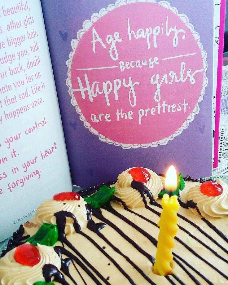 Friend birthday #friend #bestfriend #forever #photooftheday #photography #photos #women #cake #birthday #books