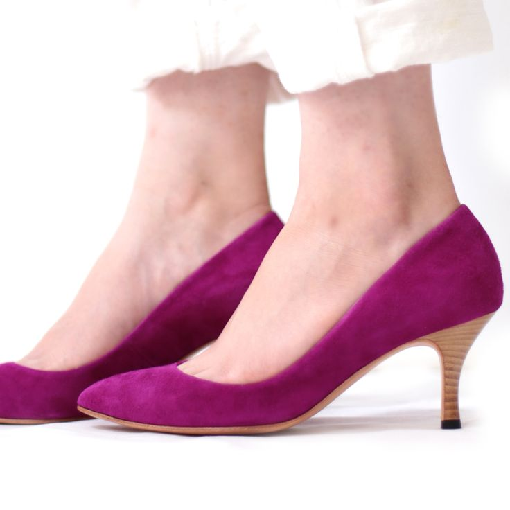 ベーシックだからこそのナッツリー定番ポインテッドパンプスです 無駄のない6cmヒールのプレーンなデザインは毎日のコーディネイトに取り入れていただけます nutslly Pointed french pumps Suede EWJ-368 #nutslly #pumps #shoes #love #cute #giri #fashion #ナッツリー #パンプス #シューズ