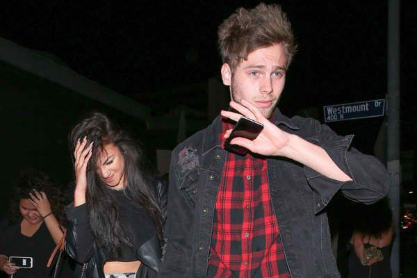 5SOS Luke Hemmings' Arzaylea Mobile Number Leaked - Private Phone Conversation Goes Viral - http://www.morningledger.com/5sos-luke-hemmings-arzaylea-mobile-number-leaked-private-phone-conversation-goes-viral/1356664/