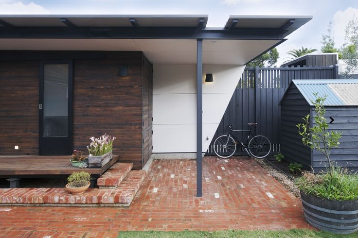 www.arcke.com.au. Caulfield Two Fold House. External elevation. Recycled brick and dark timber cladding.