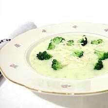 Krämig ost- och broccolisoppa - Recept - Tasteline.com