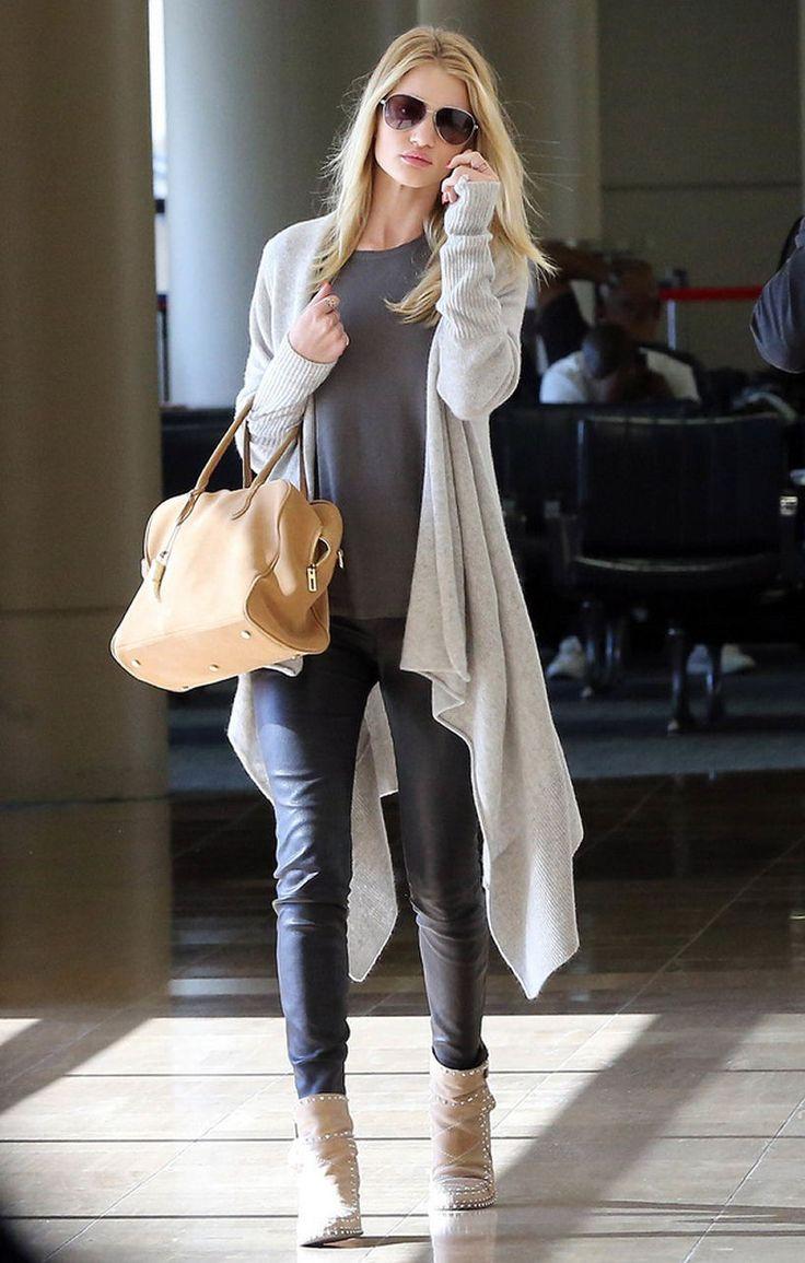 Flughafenlook von Rosie Huntington-Whiteley ♥ lässige Lederhose mit grauem Shirt und Accessoires in Beige ♥ Lust auf den Look? ♥ ♥  http://stylefru.it/s755810 ♥ ♥