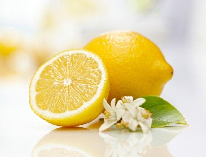 Le citron ne s'utilise pas qu'en cuisine: découvrez 10 astuces beauté incontournables à réaliser absolument ! Il existe une multitude de produits de beauté que vous pouvez trouver dans le commerce...