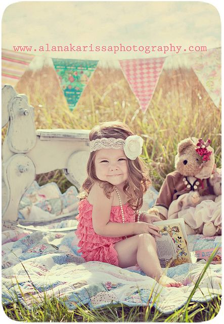 I love this! ♥ Cutest photo session idea ever! Fun prop ideas! Photoshoot  Inspiration. Child Photography ♥