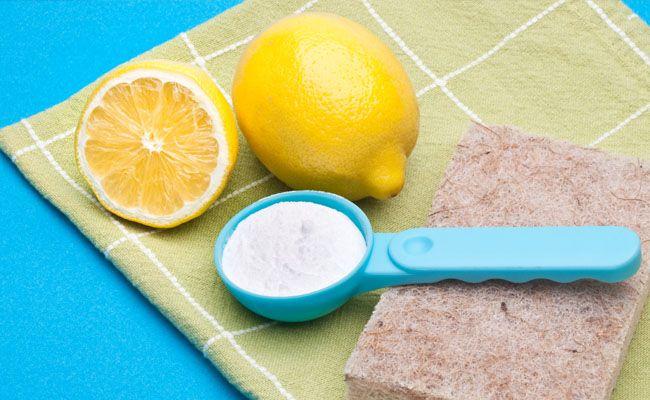 Aposte em ingredientes naturais para fazer misturas que serão muito úteis para a limpeza da casa Atualmente é possível encontrar no mercado inúmeros tipos de produtos de limpeza: um para limpar vid…