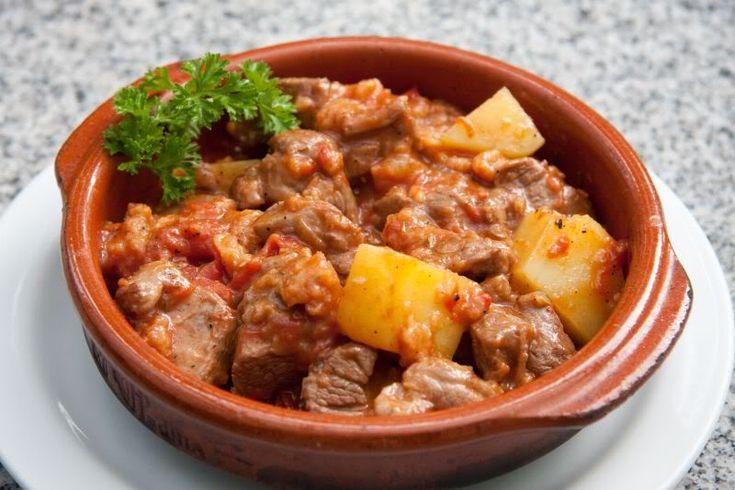 Κατσικάκι+κοκκινιστό+με+πατάτες