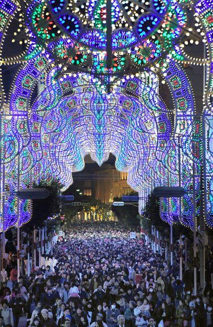 ルミナリエ、神戸を照らす 11日まで開催 写真・図版