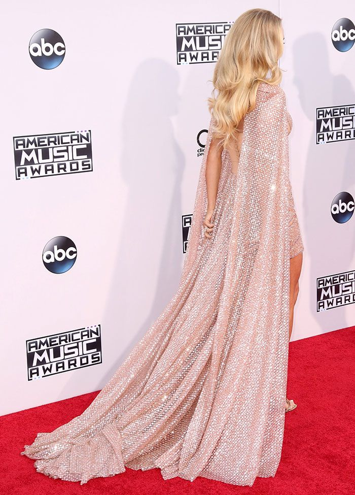 Carrie Underwood Takes Home Third American Music Award in Glittery ...