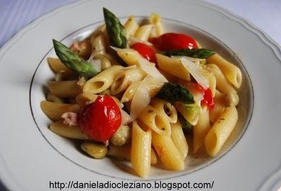http://danieladiocleziano.blogspot.it/2010/05/mezze-penne-con-asparagi-fave-e.html