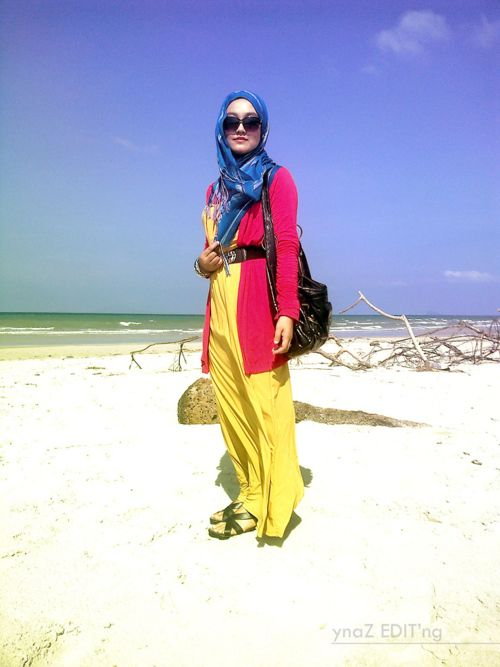 So light and airy, perfect for a stroll on the beach! #Hijab Outfit