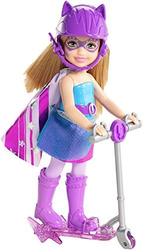 Zooey a tout d'une princesse des temps modernes ! Avec son scooter violet, son super casque et sa cape de Super Princesse, Zooey est prête pour l'action !