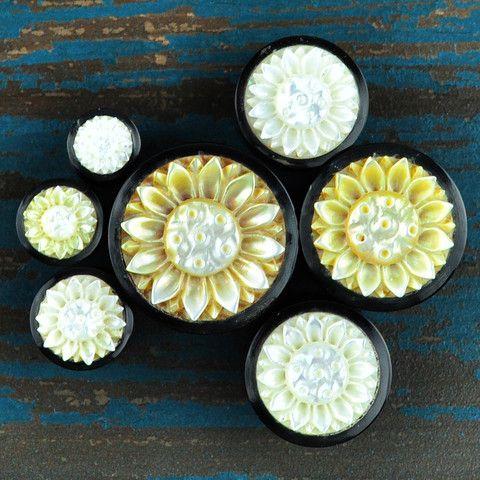 Sunflower Pearl & Horn Plugs