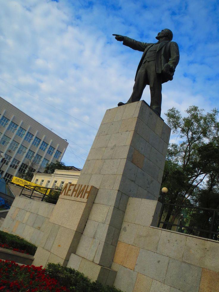 シベリア鉄道の起点であるウラジオストク、駅前にはレーニン像が。ウラジオストク 旅行・観光でおすすめのスポット!