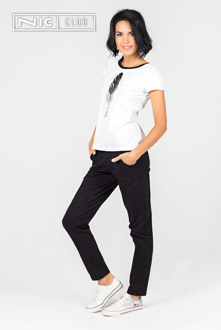 Женские брюки в каталоге Nic Club представлены леггинсами, вискозными тонкими брюками или плотными хлопковыми и велюровыми. Дизайнеры Nic Club разработали оптимальные модели домашних женских штанов, позволяющих заниматься делами и отлично при этом выглядеть. В ассортименте бренда оптовые покупатели найдут брюки с низкой или средней посадкой, декоративным запахом, карманами, фантазийным декором.