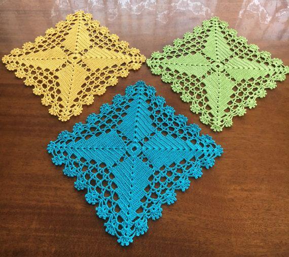 Салфетка цветная, настольный украшения домашнего декора подарок салфетка крючком, набор 3 шт декор стола, желтый синий зеленый . Салфетки подстановочные .