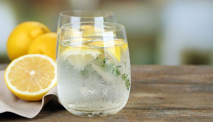 Čerstvá citrónová voda s tymiánom