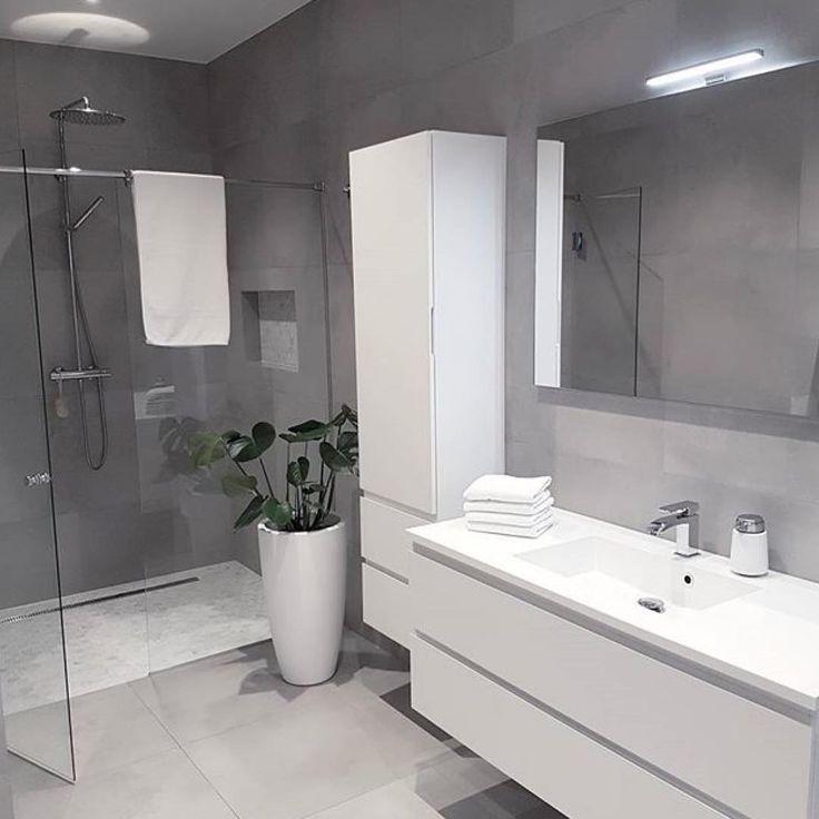 great bathroom design . . . #bathroominspiration#bathroom#baderom#baderomsinspirasjon#inspiremeinterior#interiorforall#shower#showershelf#tiles#bygnesbygg#marmor#marble#hexagon#mynordicroom#whiteinterior#rørkjøp#scandinaviandesign#scandinaviskehjem#nordiskhjem#nordiskdesig#nordiskerom#vårthjem#funkishus#minimalism by @rebecca_inspo