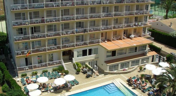 Hotel Don Miguel Playa Playa de Palma Hotel Don Miguel is located 650 metres from the beach in the Las Maravillas area of Palma. It offers an outdoor pool, sports area and air-conditioned rooms with a balcony.