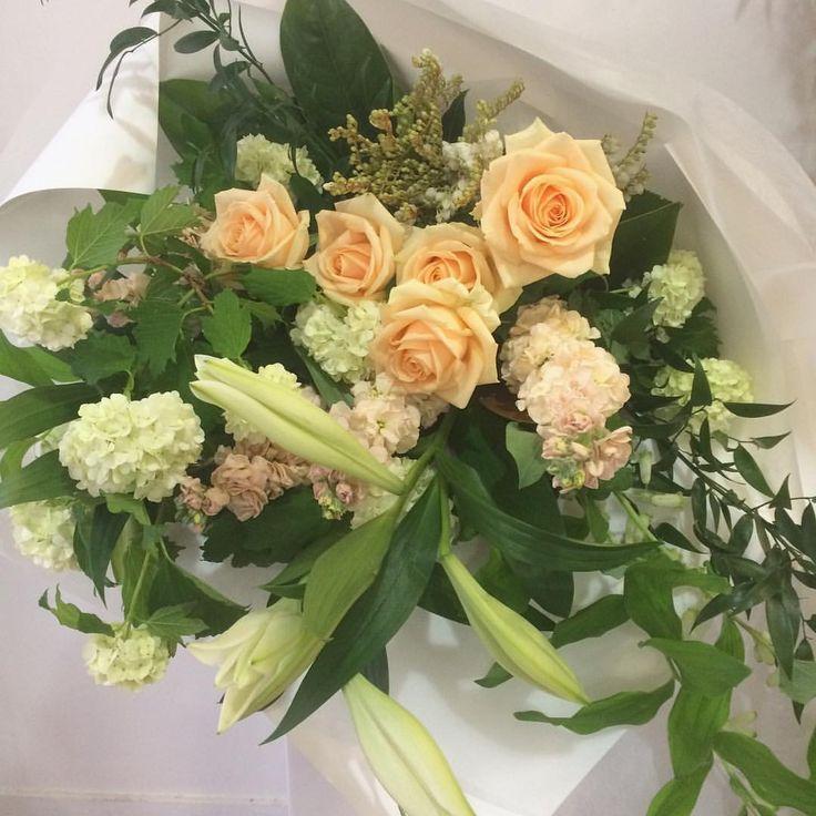 Bouquet | Peach Avalanche | Lilies | Stock |  Vibernum Snowball | Dunedin, NZ | www.estelleflowers.co.nz