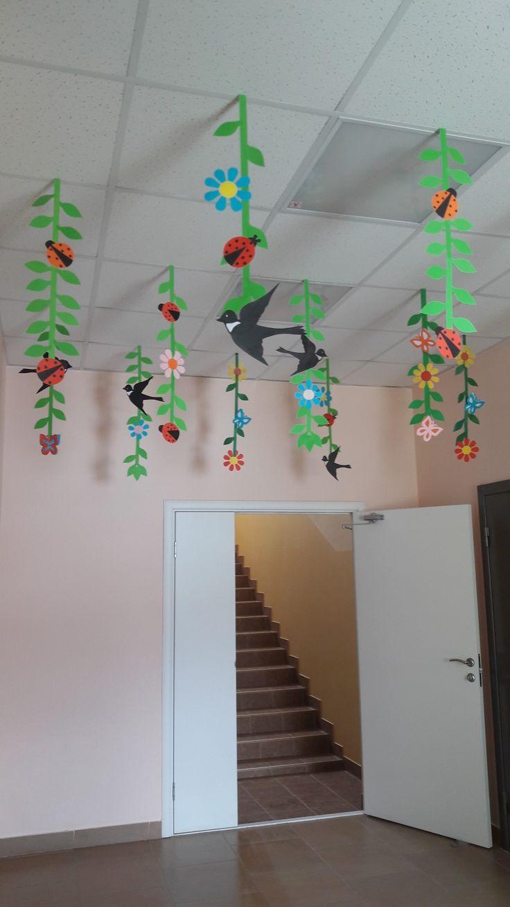 Оформление коридора в детском саду к 8 марта.