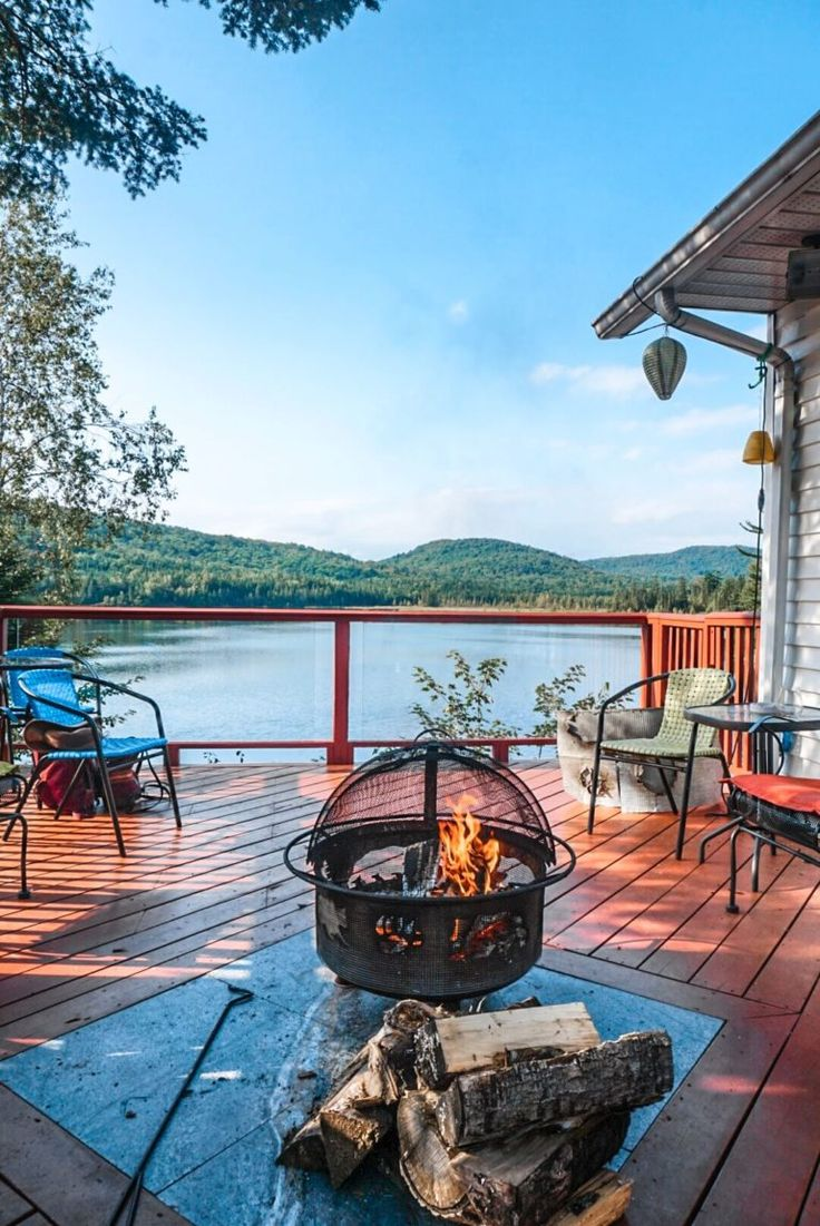 Un Weekend Au Bord D Un Lac Au Quebec Maison Avec Ponton Au Canada Maison Canada Maison Quebec Lac