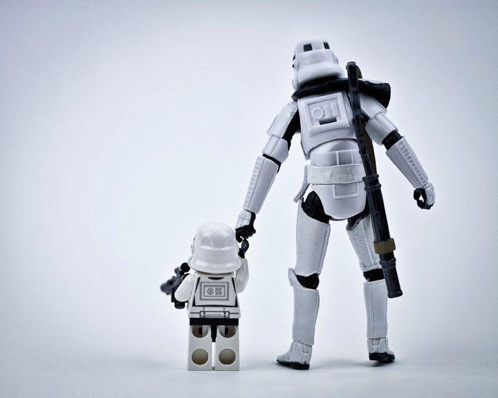 Ces Stormtroopers miniatures partent à l'aventure dans notre monde à travers des clichés très fun
