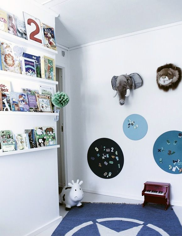 8 clever ways to display your child 39 s books bookshelf for Bookshelf display ideas