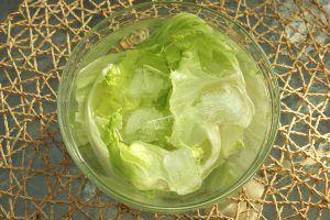 Hogyan frissítsd fel a lankadt saláta leveleket?