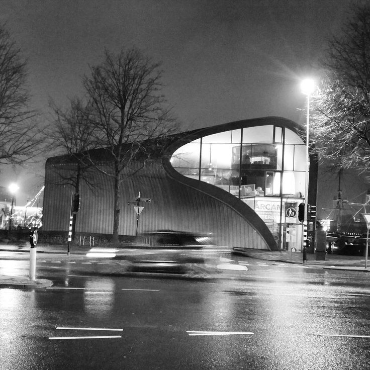 #arcam #amsterdam #netherlands #aysegulamsterdamdiary #blackandwhite #bnw #night #architecture #archilovers #architecturelovers #architectureporn #allshots #rain #architecture #center
